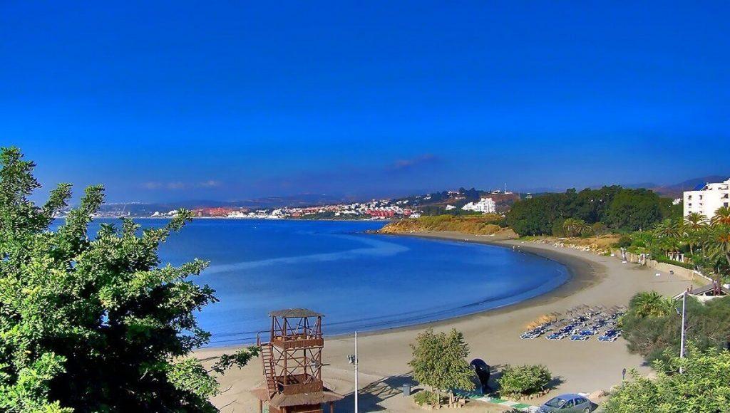 Estepona Playa del Cristo - a perfect beachfront property location