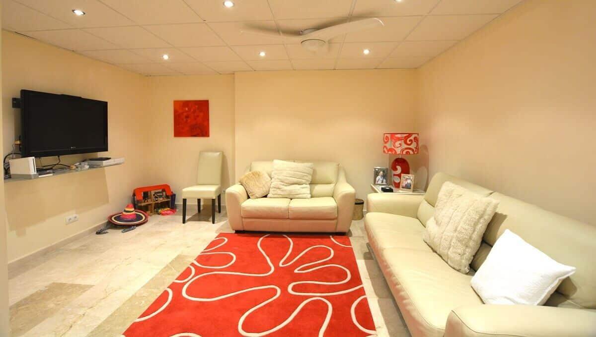 13 La Viz B13 H4 TV Room