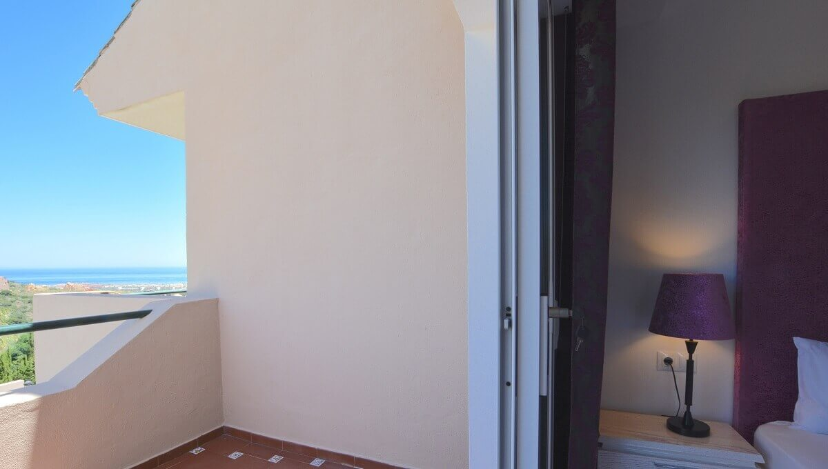 15 La Viz B7 H1 Bed 1 Balcony