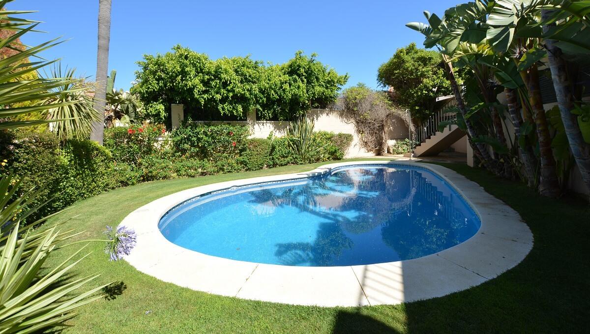 22 La Viz B10 H1 Pool a