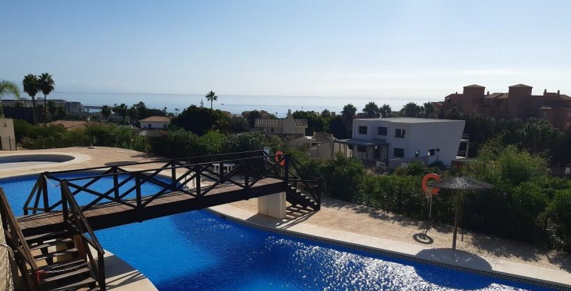 Ready to move in apartment for sale in La Duquesa